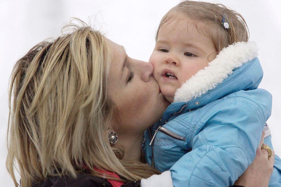 La princesse Maxima des Pays-Bas avecla princesse Catharina-Amalia, le 12 février 2005