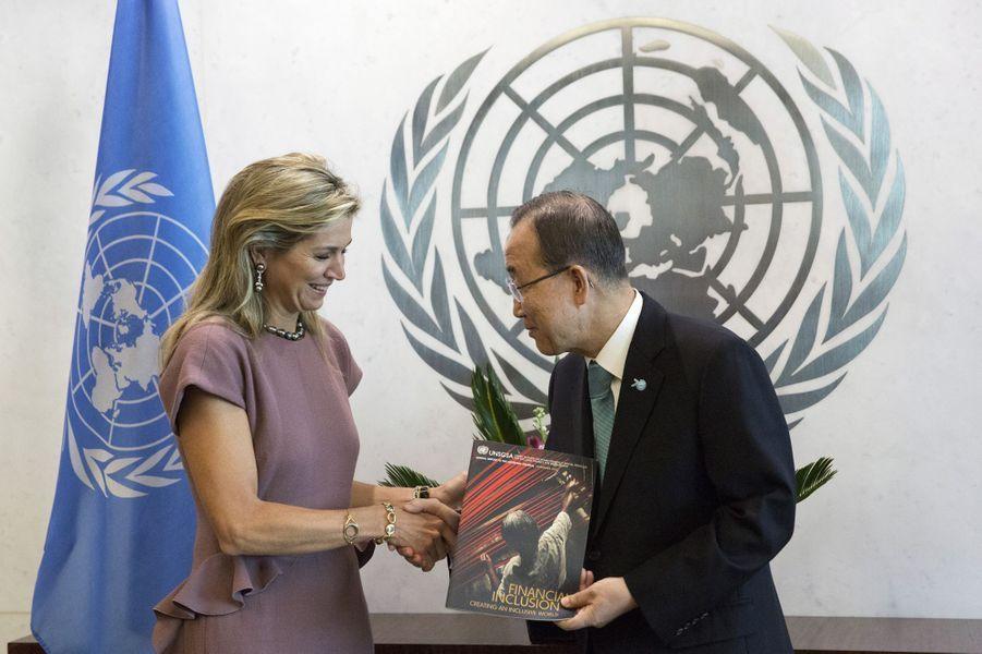 La reine Maxima des Pays-Bas avec le secrétaire général des Nations unies Ban Ki-moon, le 29 septembre 2015