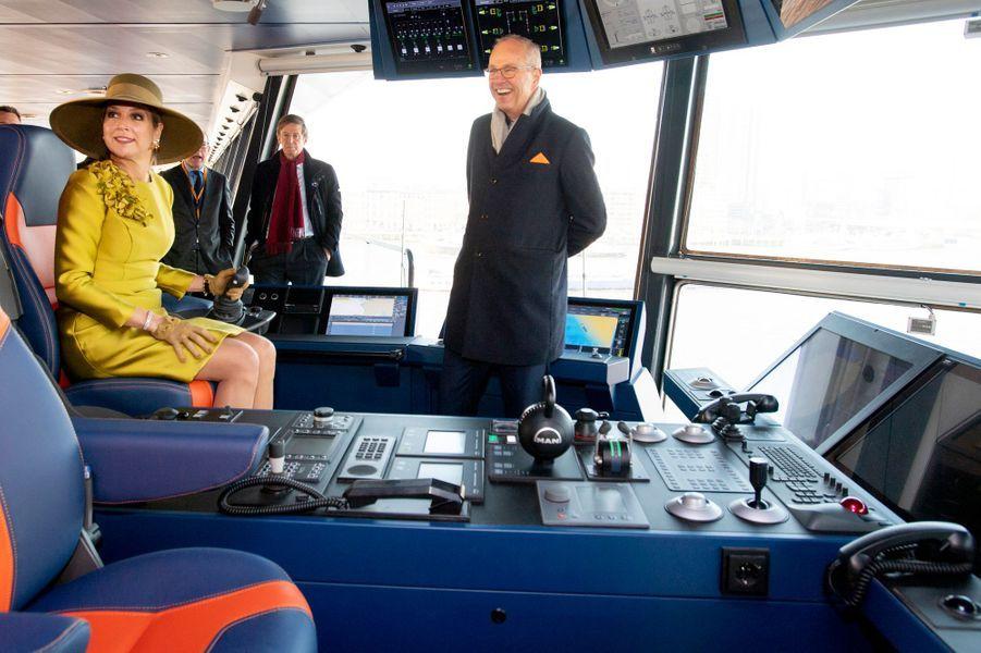 """La reine Maxima des Pays-Bas à bord du """"Vox Amalia"""" à Rotterdam, le 14 décembre 2018"""