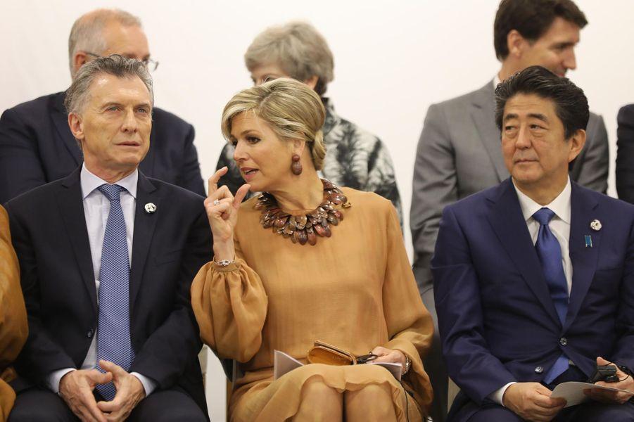 La reine Maxima des Pays-Bas avec Mauricio Macri et Shinzo Abe à Osaka, le 29 juin 2019