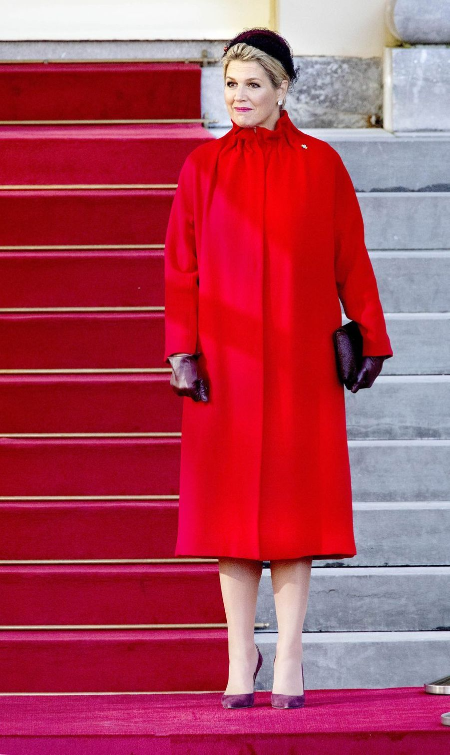 La reine Maxima des Pays-Bas dans un look rouge et aubergine à La Haye, le 29 octobre 2019