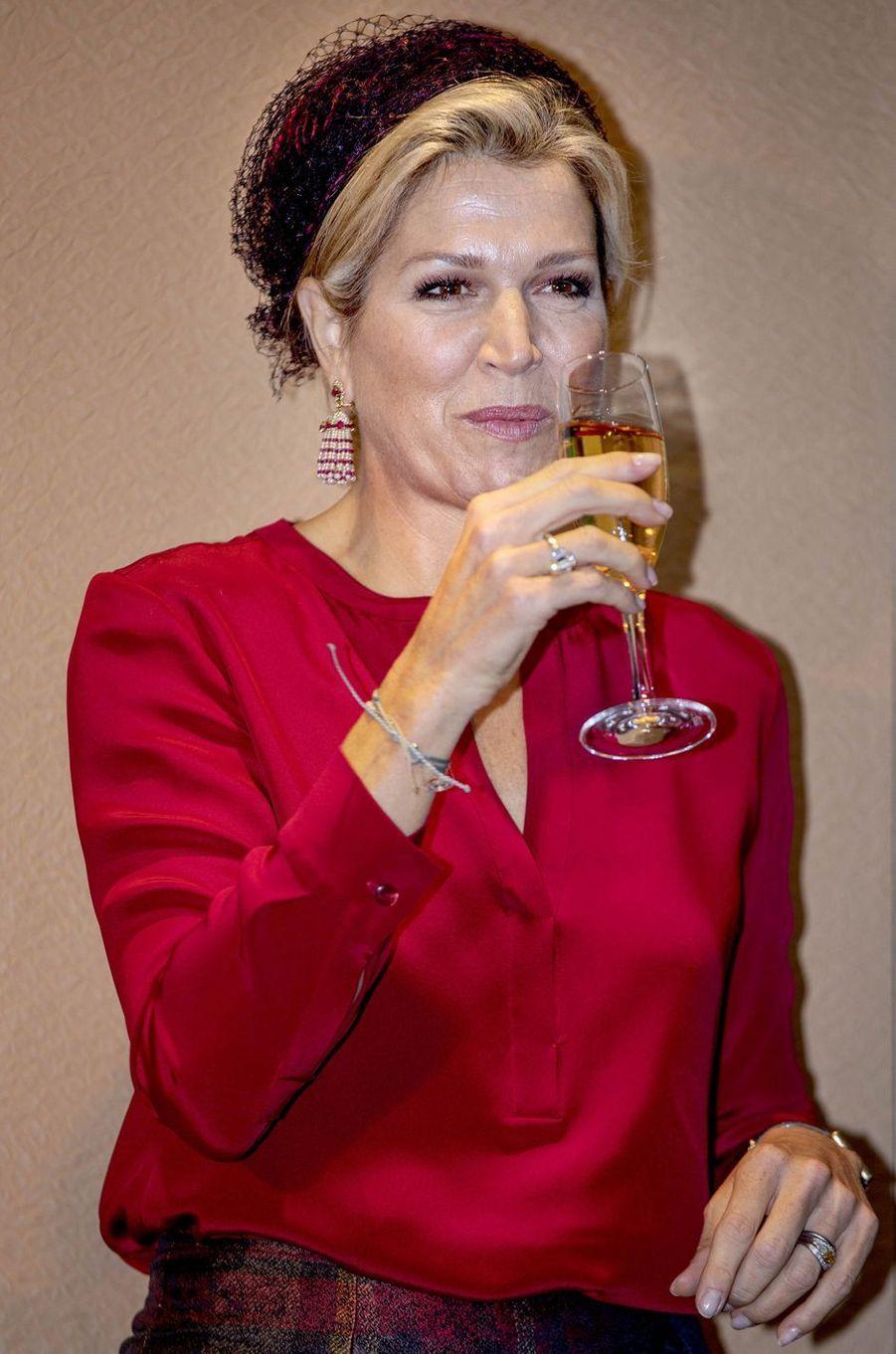 Les boucles d'oreille de la reine Maxima des Pays-Bas à La Haye, le 17 octobre 2018