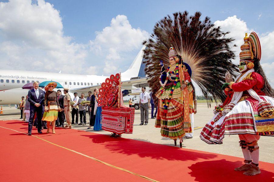 La reine Maxima et le roi Willem-Alexander des Pays-Bas à leur arrivée à Kochi, le 17 octobre 2019