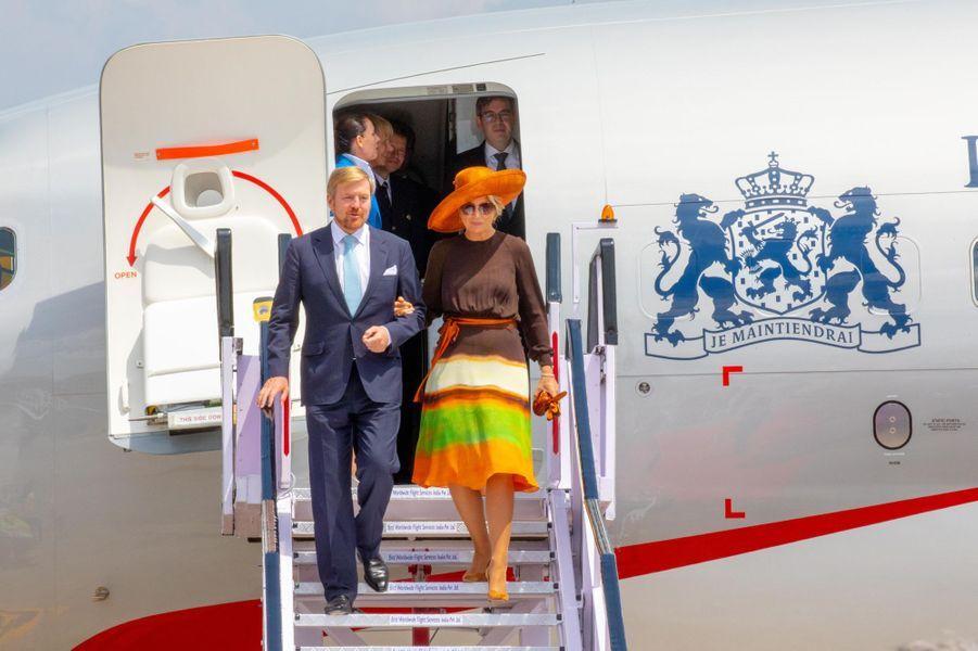La reine Maxima et le roi Willem-Alexander des Pays-Bas à leur arrivée à Kochi dans l'Etat indien du Kerala, le 17 octobre 2019