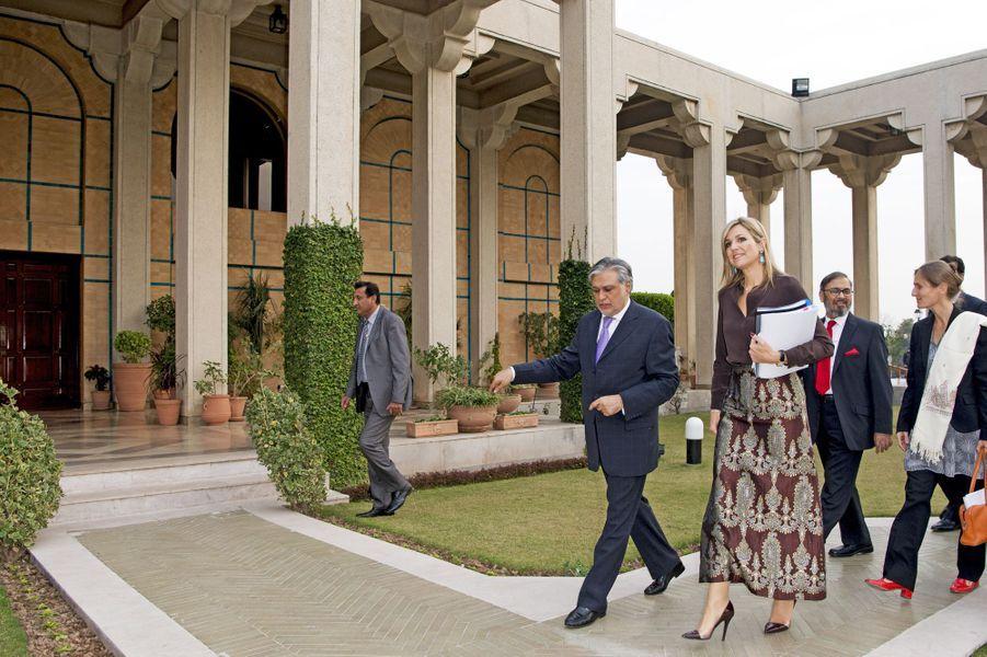 La reine Maxima des Pays-Bas avec avec le ministre des finances du Pakistan à Islamabad, le 9 février 2016