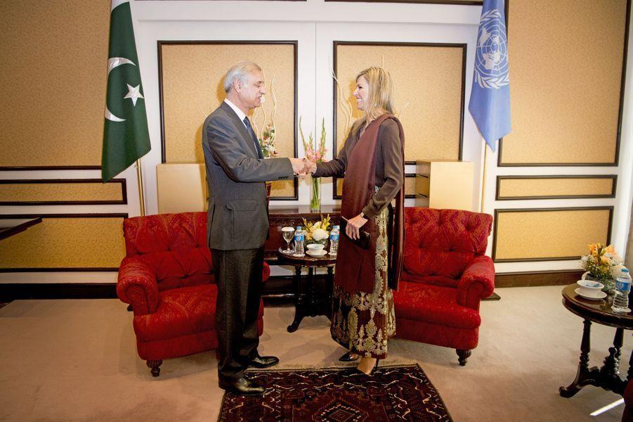 La reine Maxima des Pays-Bas avec le gouverneur de la Banque du Pakistan à Islamabad, le 9 février 2016