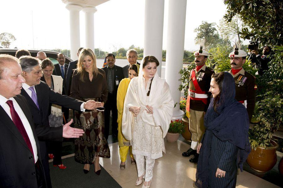 La reine Maxima des Pays-Bas avec le premier ministre du Pakistan Nawaz Sharif à Islamabad, le 9 février 2016