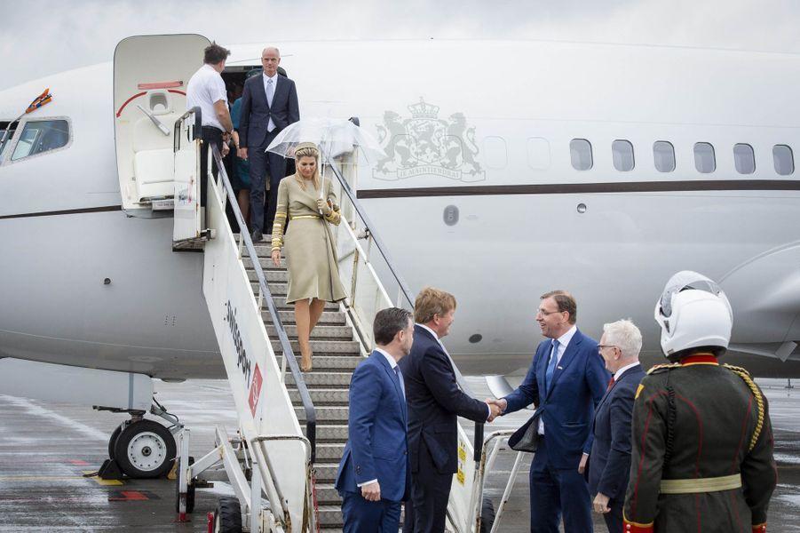 La reine Maxima et le roi Willem-Alexander des Pays-Bas à leur arrivée à Dublin, le 12 juin 2019