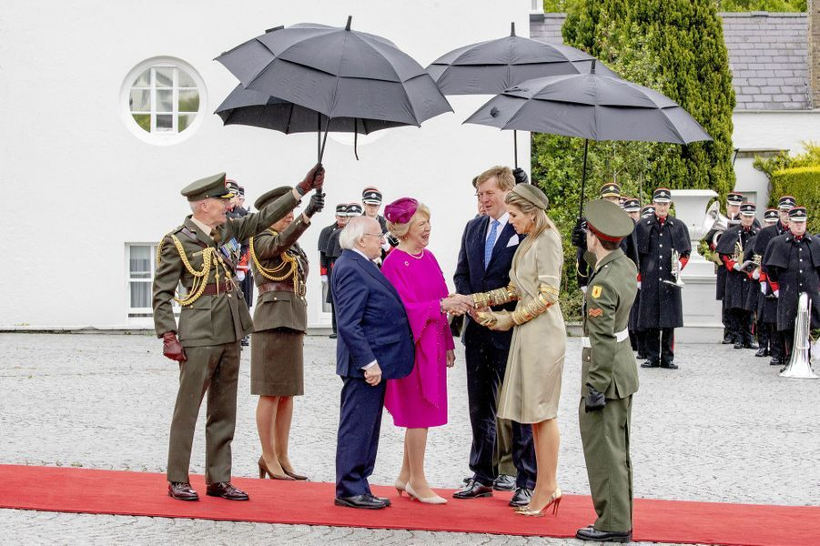 La reine Maxima et le roi Willem-Alexander des Pays-Bas accueillis par le couple présidentiel à Dublin, le 12 juin 2019