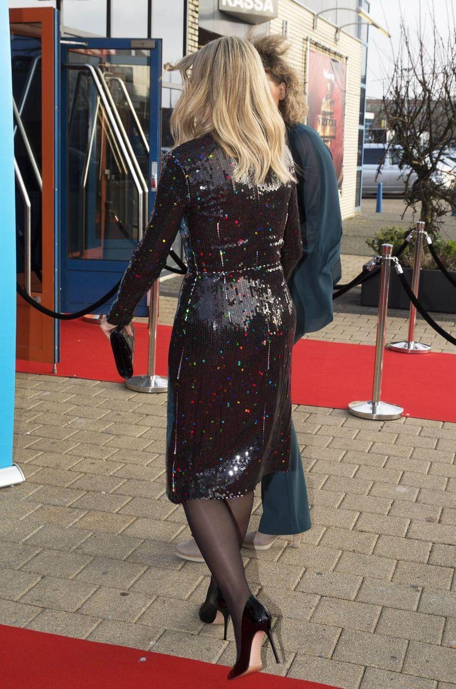 La reine Maxima des Pays-Bas, de dos, à Zwolle, le 18 décembre 2019
