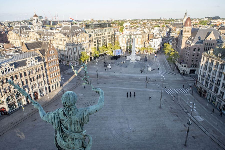 La place du Dam à Amsterdam, le 4 mai 2020