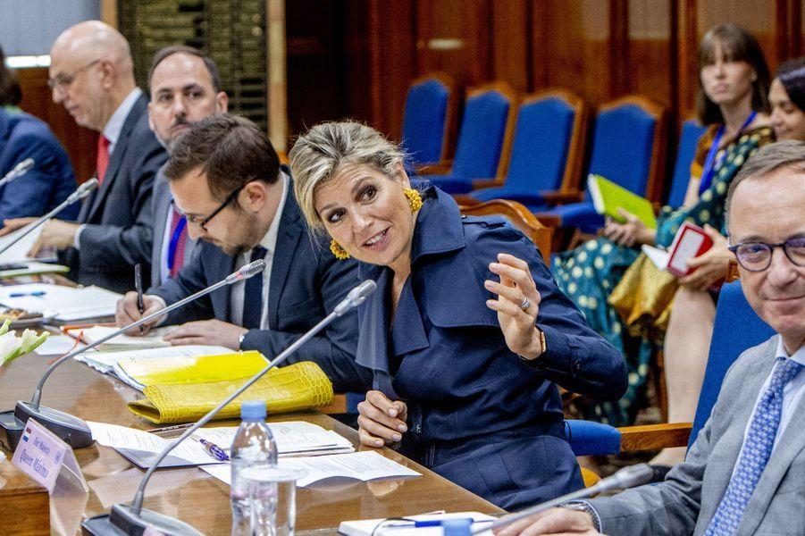 La reine Maxima des Pays-Bas participe à une table ronde à Dhaka au Bangladesh, le 11 juillet 2019