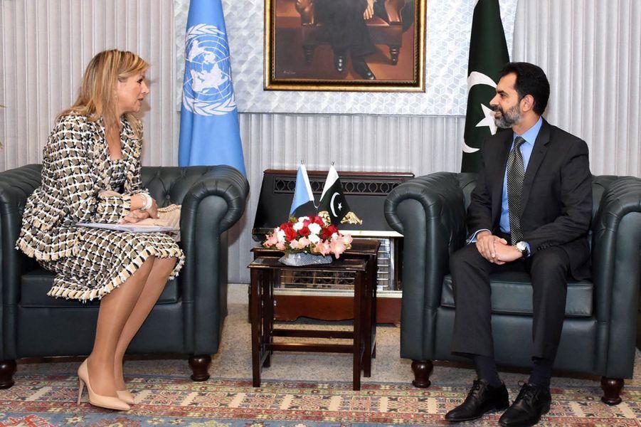La reine Maxima des Pays-Bas avec le gouverneur de la Banque d'Etat du Pakistan Reza Baqir à Islamabad, le 26 novembre 2019