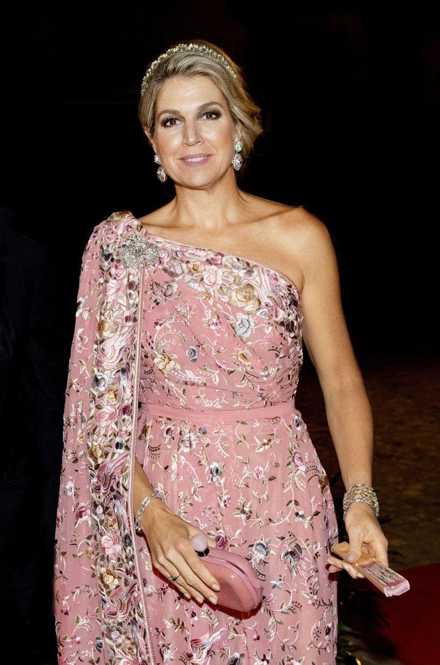 Détail de la robe de la reine Maxima des Pays-Bas à New Delhi, le 14 octobre 2019