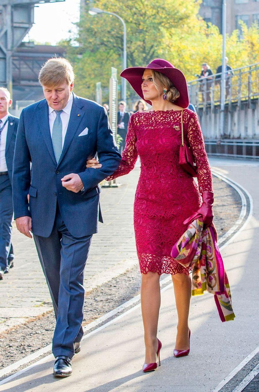 La reine Maxima, dans une robe Natan, et le roi Willem-Alexander des Pays-Bas sur le site de Völklinger Hütte, le 12 octobre 2018