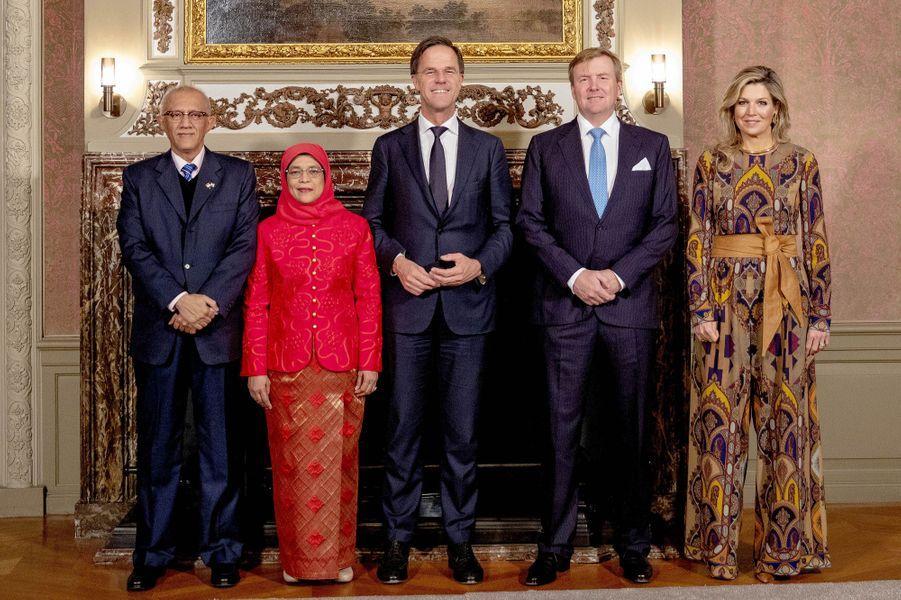 La reine Maxima et le roi Willem-Alexander des Pays-Bas avec Mark Rutte et le couple présidentiel singapourien à La Haye, le 22 novembre 2018