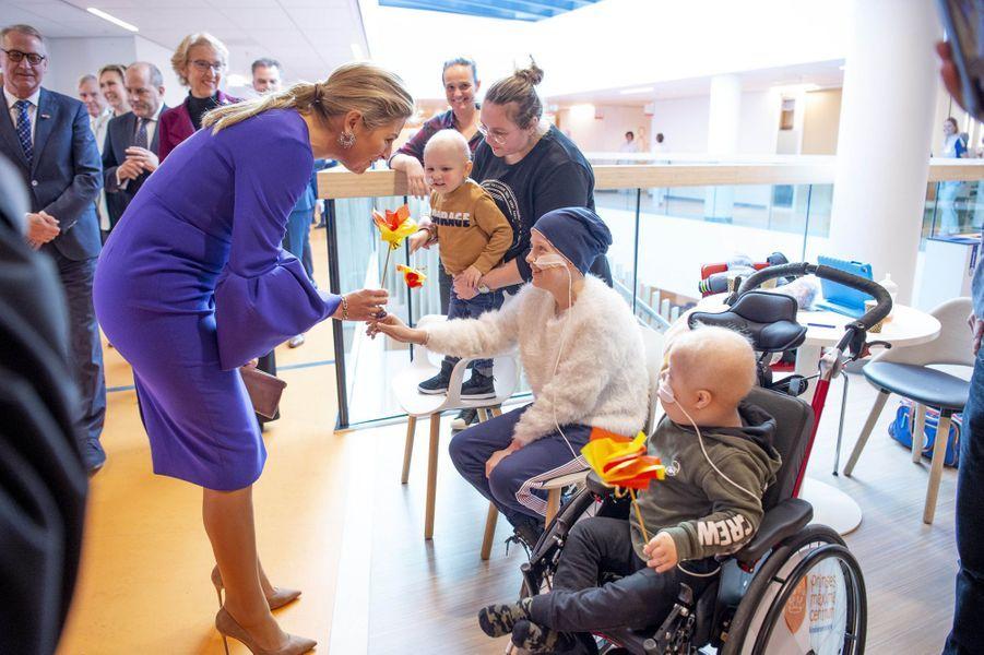La reine Maxima des Pays-Bas en visite au centre d'oncologie pédiatrique Princesse Maxima à Utrecht, le 3 décembre 2019
