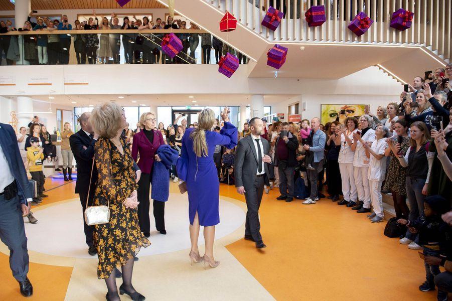La reine Maxima des Pays-Bas en visite au centre d'oncologie pédiatrique Princesse Maxima d'Utrecht, le 3 décembre 2019