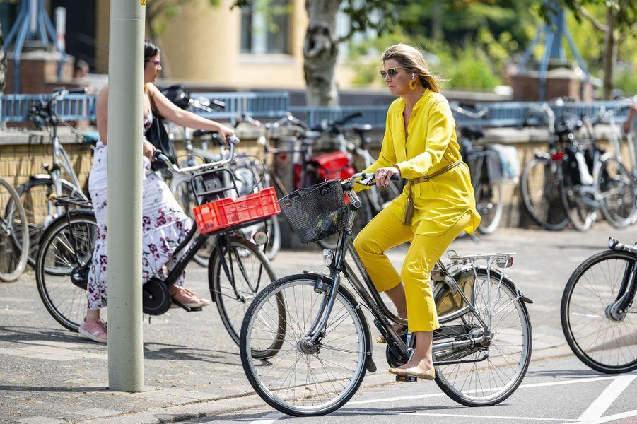 La reine Maxima des Pays-Bas, lumineuse en jaune, à La Haye, le 2 juin 2020