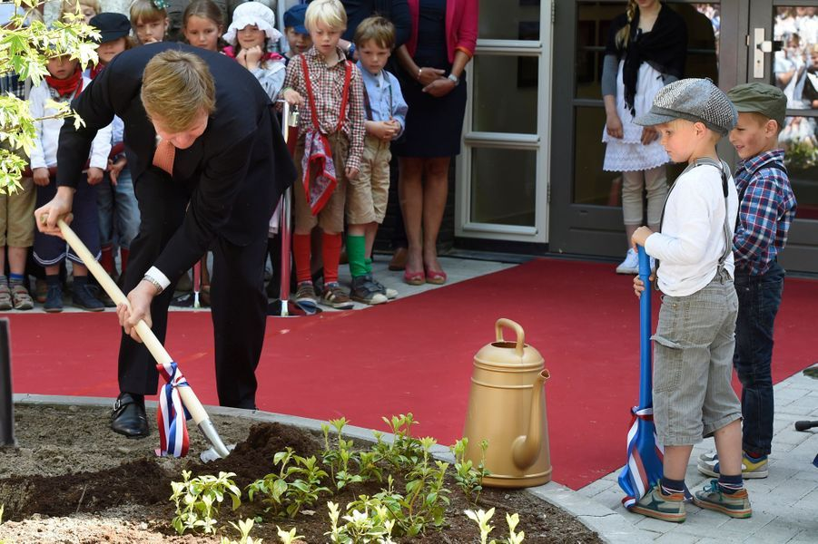 Le roi Willem-Alexander des Pays-Bas inaugure une école à Baarn, le 21 mai 2015