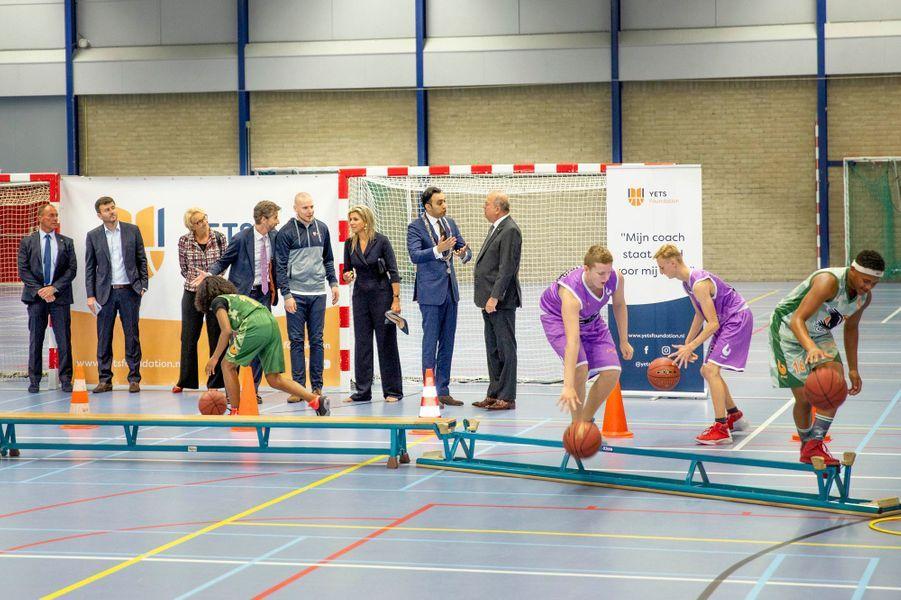 La reine Maxima des Pays-Bas sur un terrain de basket à Schiedam, le 13 septembre 2018