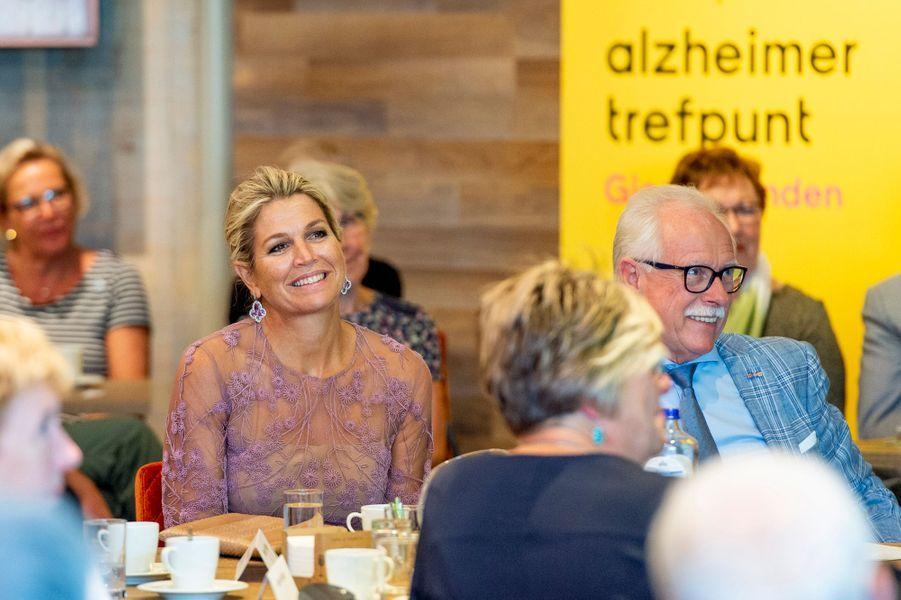 """La reine Maxima des Pays-Bas à un """"café Alzheimer"""" à Giessenburg, le 10 septembre 2019"""