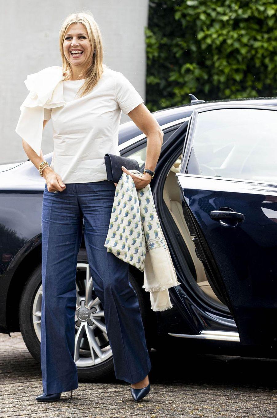 La reine Maxima des Pays-Bas à son arrivée à Puttershoek, le 16 juin 2020