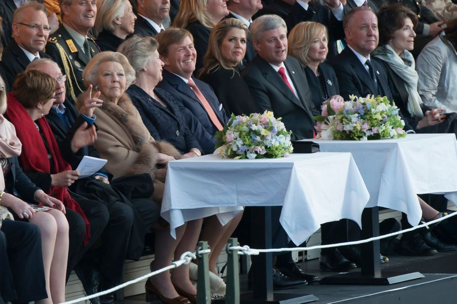 La princesse Beatrix, le roi Willem-Alexander et la reine Maxima des Pays-Bas à Amsterdam, le 5 mai 2015