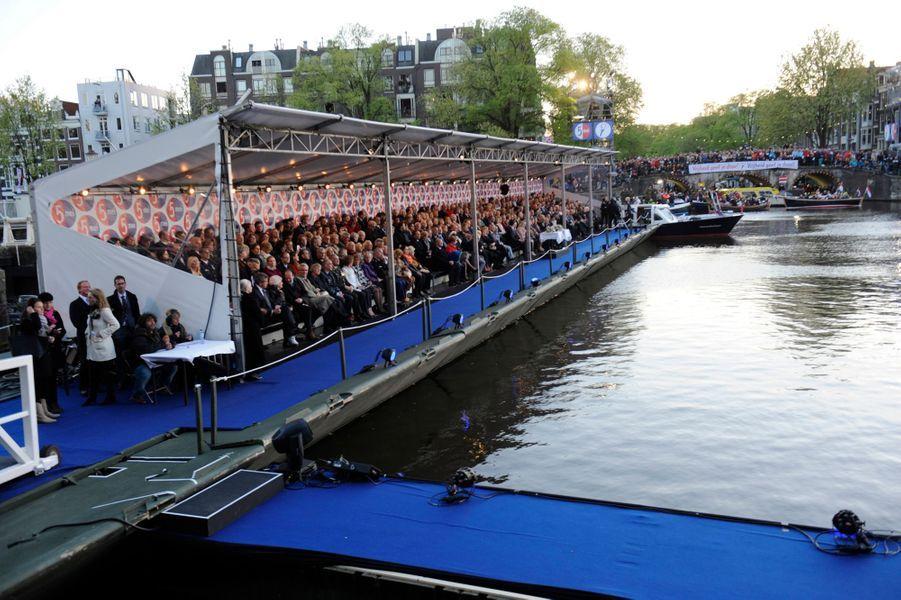 La princesse Beatrix, le roi Willem-Alexander et la reine Maxima des Pays-Bas au concert de la Libération à Amsterdam, le 5 mai 2015