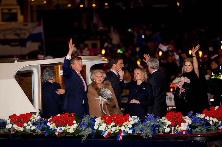 Le roi Willem-Alexander, la princesse Beatrix et la reine Maxima des Pays-Bas à Amsterdam, le 5 mai 2015