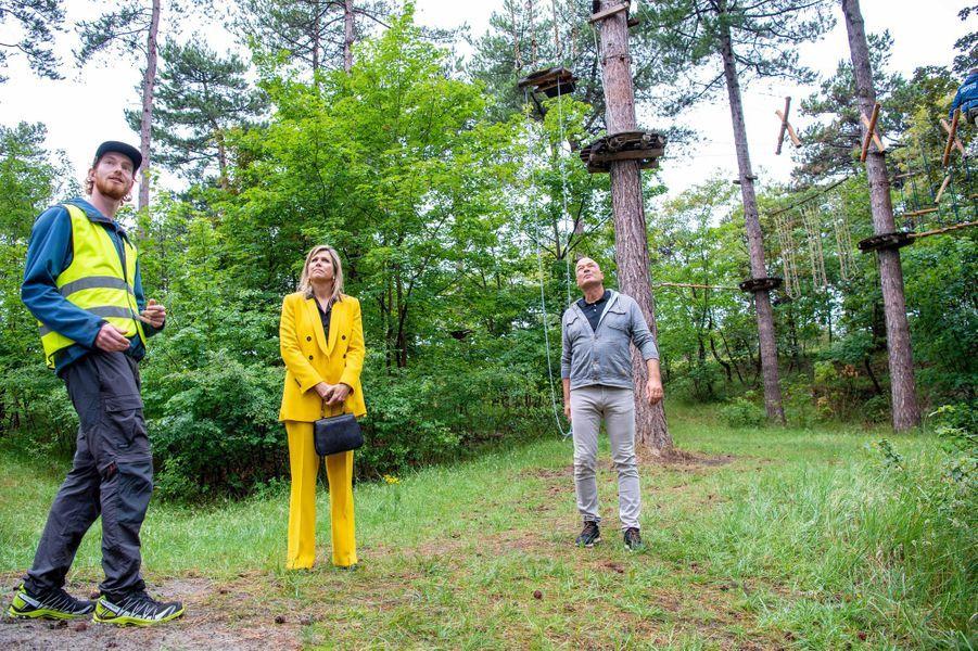 La reine Maxima des Pays-Bas dans une forêt d'escalade à Westenschouwen, le 8 juillet 2020
