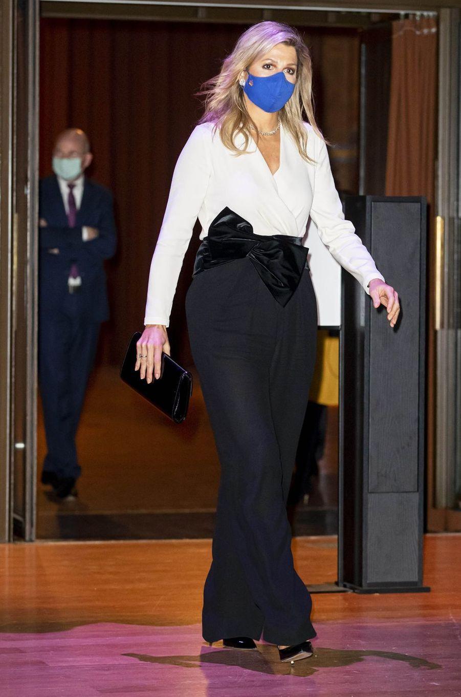La reine Maxima des Pays-Bas, dans un look Natan, à Amsterdam le 25 novembre 2020