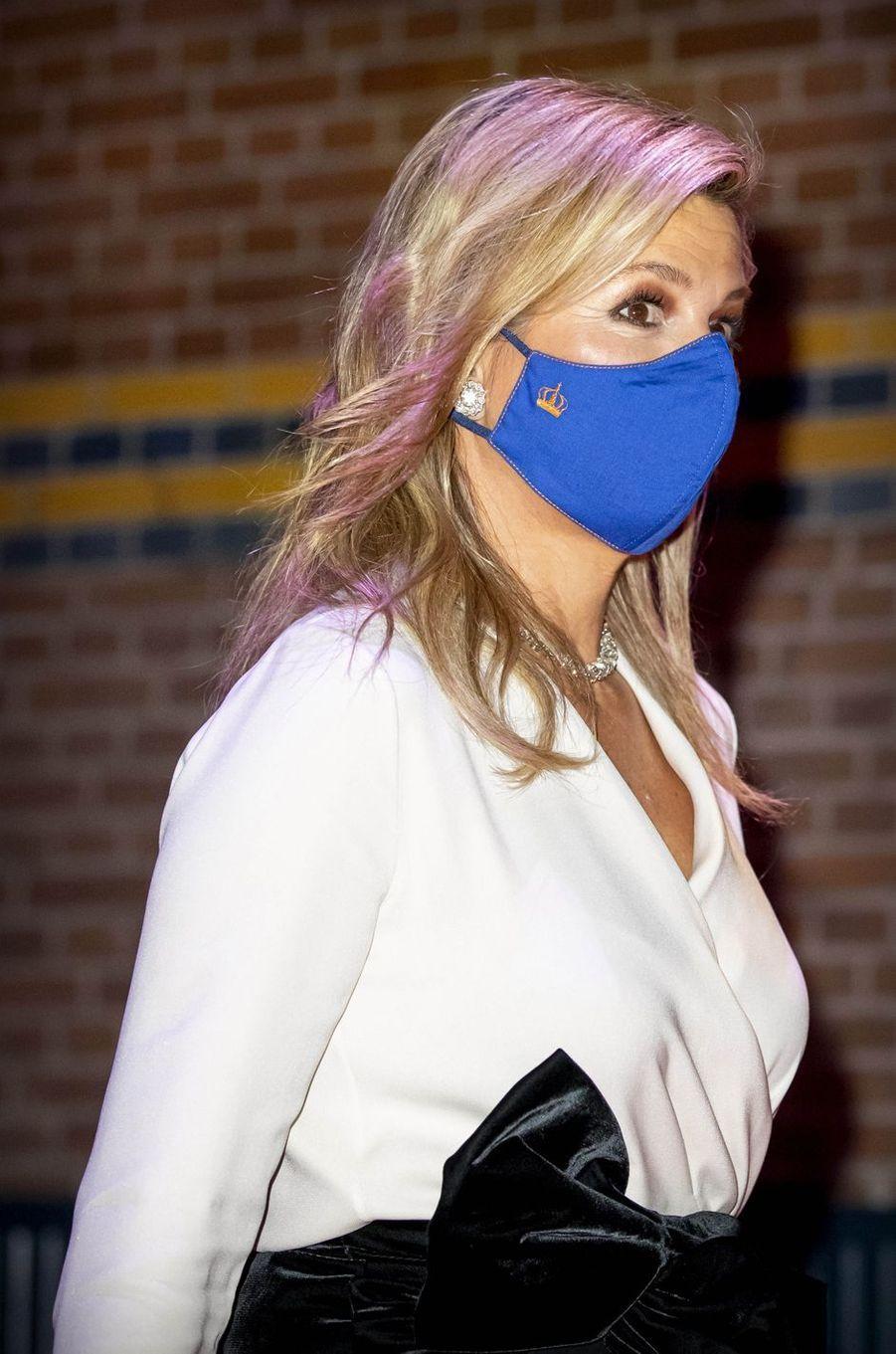 Le masque de la reine Maxima des Pays-Bas à Amsterdam, le 25 novembre 2020