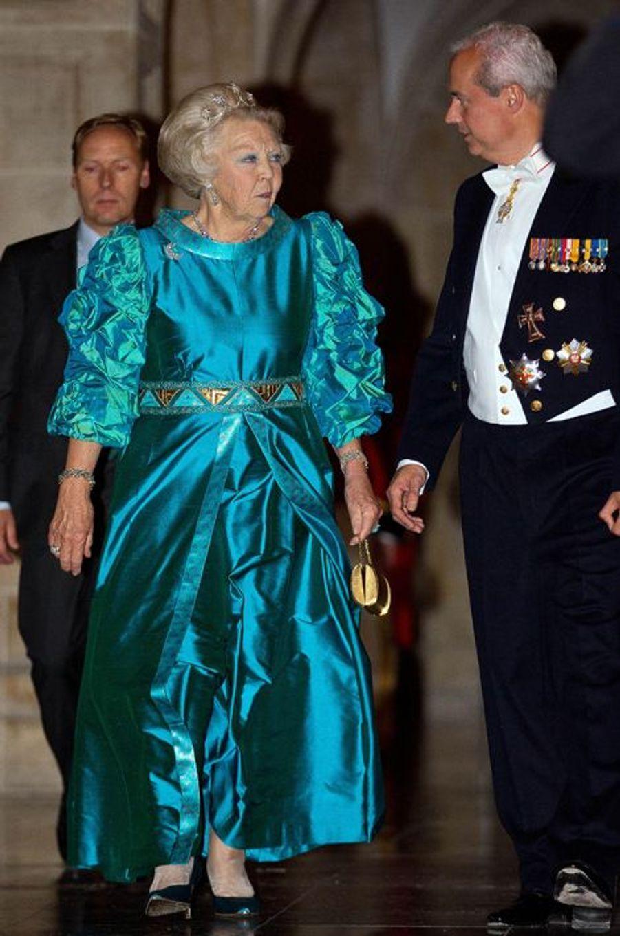 La princesse Beatrix des Pays-Bas après le dîner de gala des diplomates à Amsterdam, le 24 juin 2015