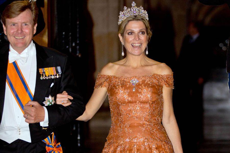 La reine Maxima et le roi Willem-Alexander des Pays-Bas après le dîner de gala des diplomates à Amsterdam, le 24 juin 2015