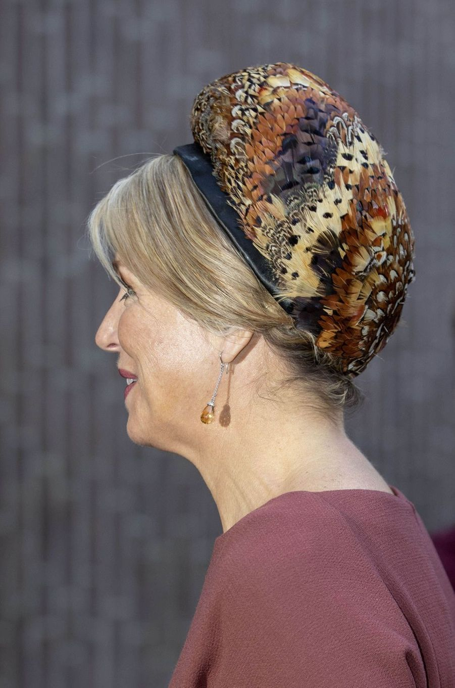 Le béret en plumes de faisans de la reine Maxima des Pays-Bas à Amsterdam, le 18 février 2020