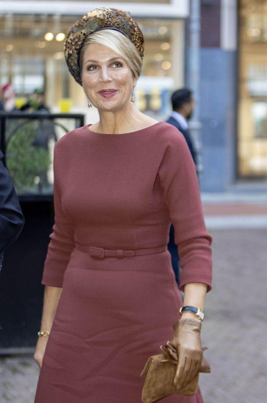 La reine Maxima des Pays-Bas coiffée d'un béret en plumes de faisans à Amsterdam, le 18 février 2020