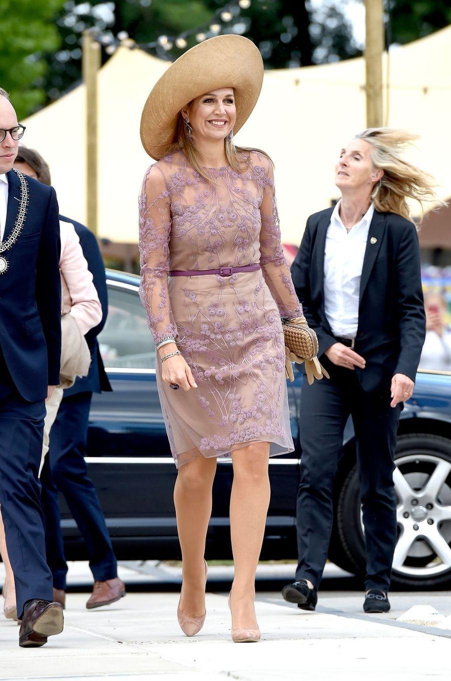 La reine Maxima des Pays-Bas, dans une robe Natan, à Enschede le 21 juin 2018