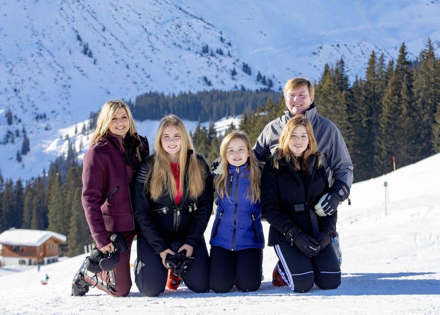 La reine Maxima et le roi Willem-Alexander des Pays-Bas avec leurs filles à Lech, le 25 février 2019