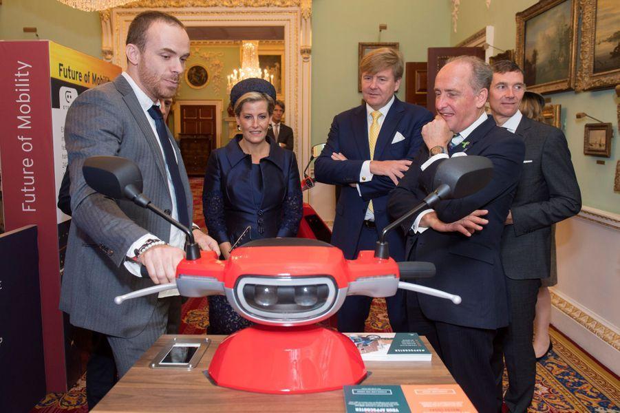 Le roi Willem-Alexander des Pays-Bas et la comtesse Sophie de Wessex à Londres, le 24 octobre 2018