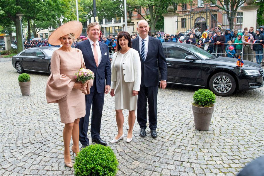 La reine Maxima et le roi Willem-Alexander des Pays-Bas avec le Premier ministre du Land du Brandebourg à Potsdam, le 22 mai 2019
