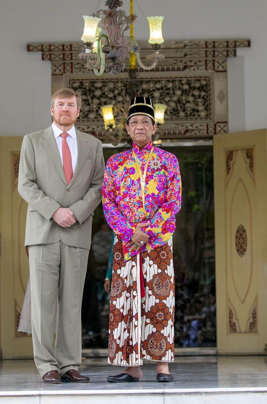 Le roi Willem-Alexander des Pays-Bas avec le sultan de Yogyakarta à Yogyakarta, le 11 mars 2020