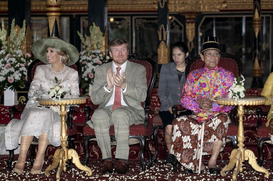 La reine Maxima et le roi Willem-Alexander des Pays-Bas avec le sultan de Yogyakarta à Yogyakarta, le 11 mars 2020