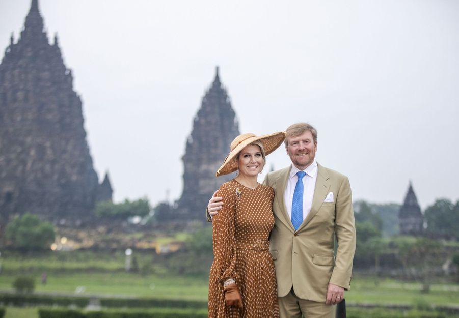 La reine Maxima et le roi Willem-Alexander des Pays-Bas sur le site du temple de Prambanan sur l'île de Java, le 11 mars 2020