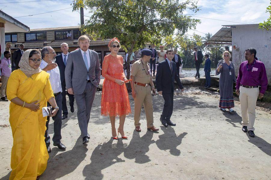 La reine Maxima, en orange, et le roi Willem-Alexander des Pays-Bas dans l'Etat du Kerala, le 18 octobre 2019