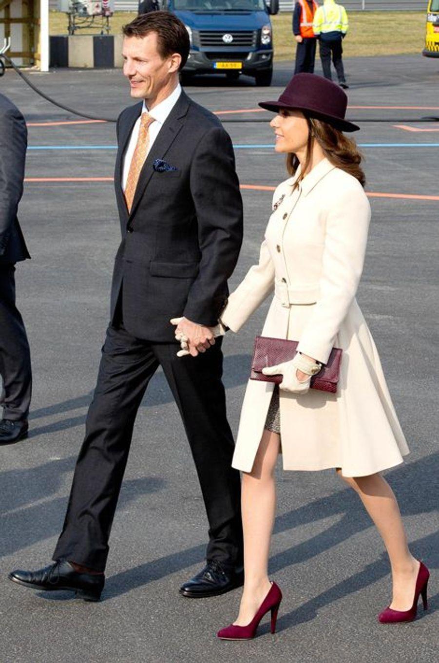 La princesse Marie et le prince Joachim de Danemark à l'aéroport de Copenhague, le 17 mars 2015