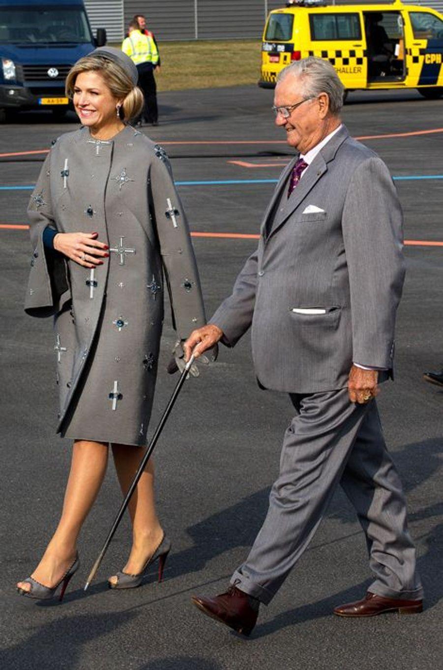 La reine Maxima des Pays-Bas et le prince consort Henrik de Danemark à l'aéroport de Copenhague, le 17 mars 2015