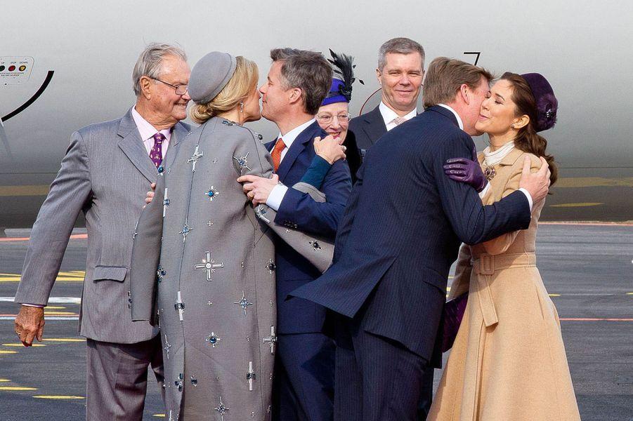 La reine Maxima et le roi Willem-Alexander des Pays-Bas avec la famille royale danoise à l'aéroport de Copenhague, le 17 mars 2015