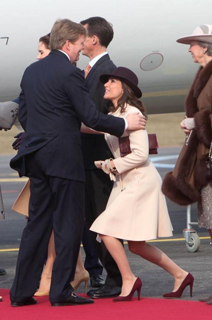 Le roi Willem-Alexander des Pays-Bas avec la princesse Marie de Danemark à l'aéroport de Copenhague, le 17 mars 2015