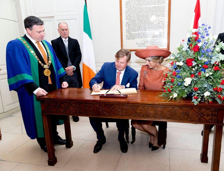 La reine Maxima et le roi Willem-Alexander des Pays-Bas avec le lord-maire de Dublin, le 13 juin 2019